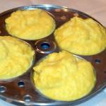 Steamed lentil cakes